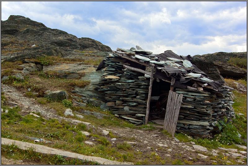Каменная изба на Каратюреке